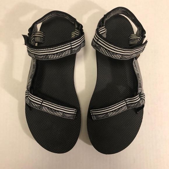 8a9ff428c8415f Teva Women s Original Universal Sandals - Size 9. M 5bd68235f63eeabfe22b2409